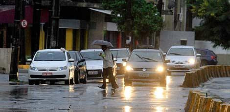 Avenida Norte foi um dos locais onde houve pontos de alagamento / Fernando da Hora/JC Imagem