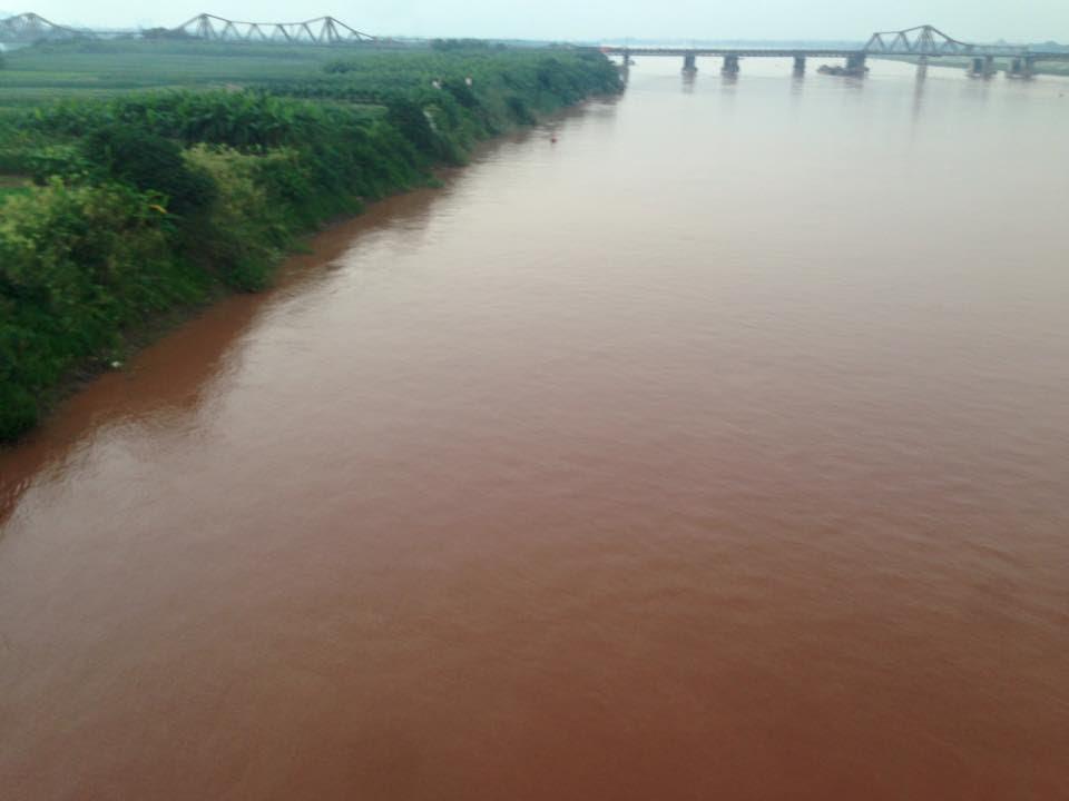 Hình ảnh Bức ảnh nước sông Hồng chuyển màu đỏ gây xôn xao số 2