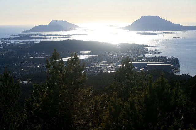 Utsikt fra åsen utover by'n