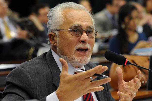 José Genoino cumpre pena em prisão domiciliar, em Brasília