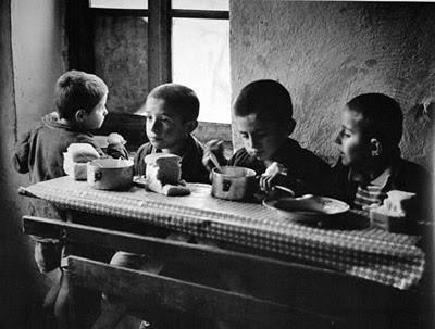 Παιδιά στο τραπέζι