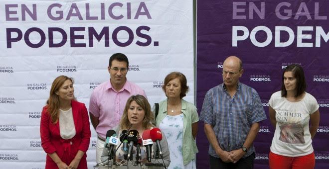 La secretaria general de Podemos Galicia, Carmen Santos, interviene durante la rueda de prensa que ha ofrecido para informar sobre los resultados de la consulta a la militancia sobre las elecciones gallegas del 25 de septiembre en coalición con En Marea.