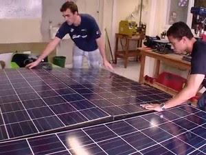 Painéis colocados no barco captam a energia solar (Foto: Reprodução/RBS TV)