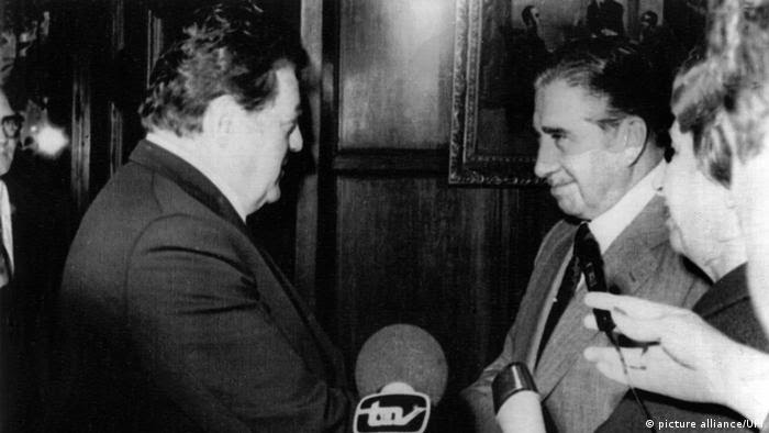 November 1977: Franz-Josef Strauß bei Pinochet in Chile (picture alliance/UPI)