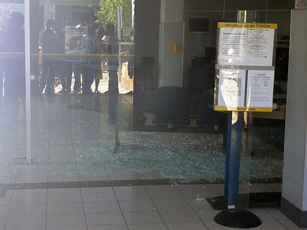 Moradores contaram que suspeitos já chegaram na cidade atirando (Foto: Marcelo Júnio / Brumado Agora)
