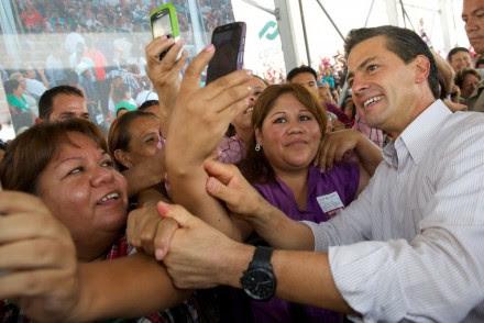 Peña en el Macrocentro Comunitario San Bernabé. Foto: Presidencia