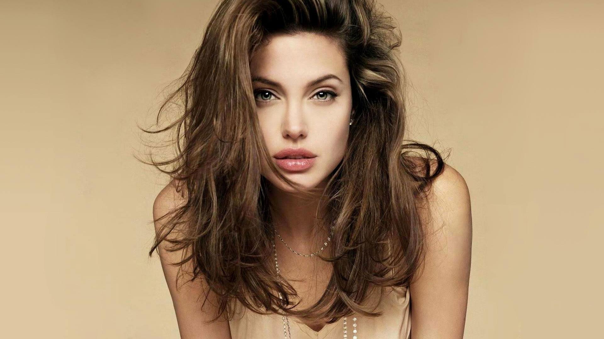 Angelina Jolie Green Eye [1280x1024]
