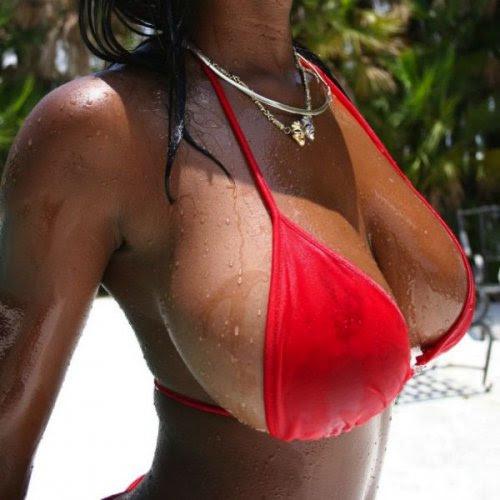 Соблазнительные девушки с роскошной грудью (32 фото)