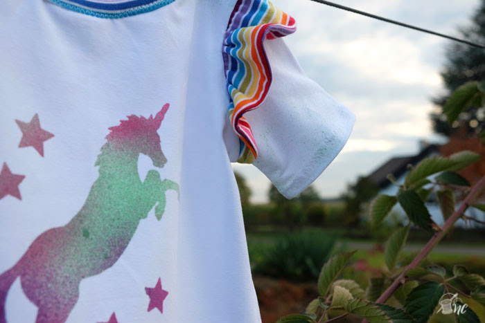 4 ways to add interest to a plain old tee (a collection by Näh-Connection): fabric paint / spray