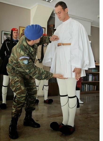diaforetiko.gr : 347 Στα άδυτα του στρατοπέδου της Προεδρικής Φρουράς   Όλα όσα δεν γνωρίζατε για τους Εύζωνες (φωτογραφίες  βίντεο)