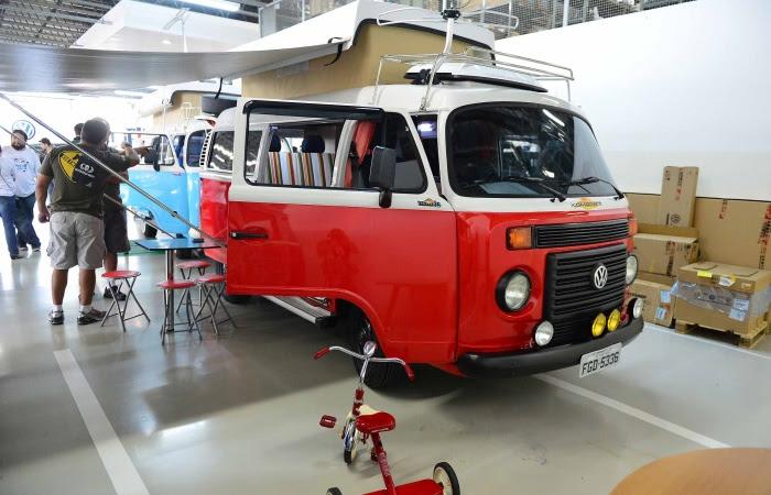 Muito comum na Europa (e presente na versão moderna da Kombi), o prolongador do teto aumenta a capacidade interna do modelo, sendo ideal para usar o carro ...
