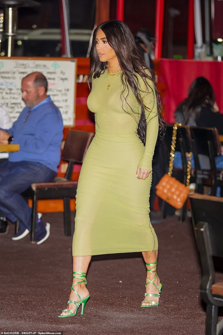 Kim Kardashian steps out without wedding ring after filing for divorce from Kanye West (photos)