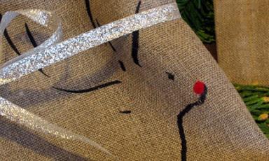 Tea-towel_reindeer.detail1-d-s