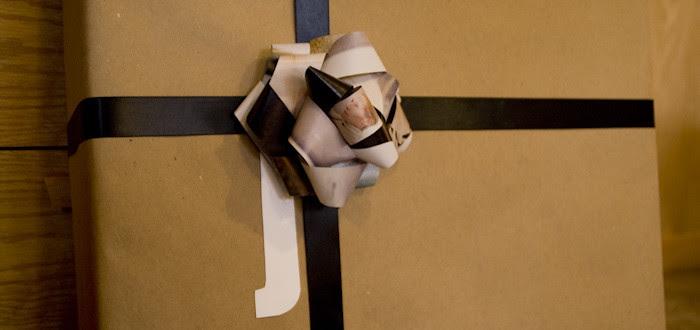 xmas wrapping, pattern mixing, handmade bows, tilda swinton,