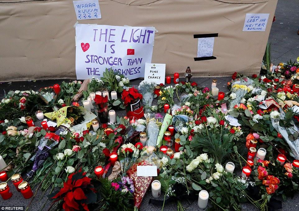 Mágoa: Centenas de berlinenses já visitou o local do acidente horror para deixar homenagens àqueles que perderam suas vidas
