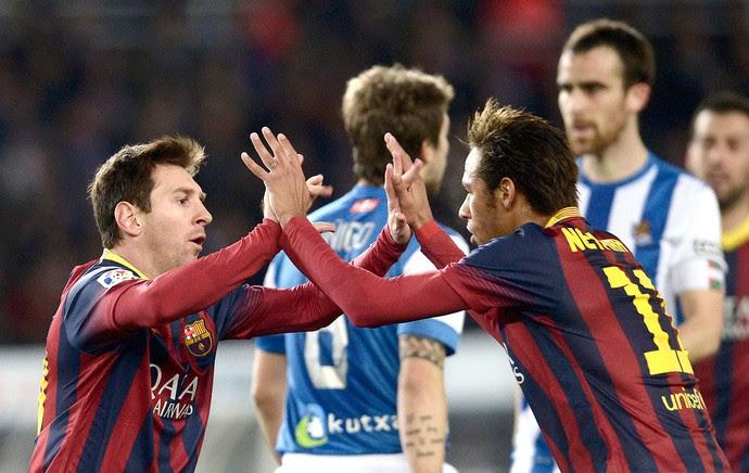 Messi e Neymar comemoração Barcelona contra o Real Sociedad (Foto: Reuters)