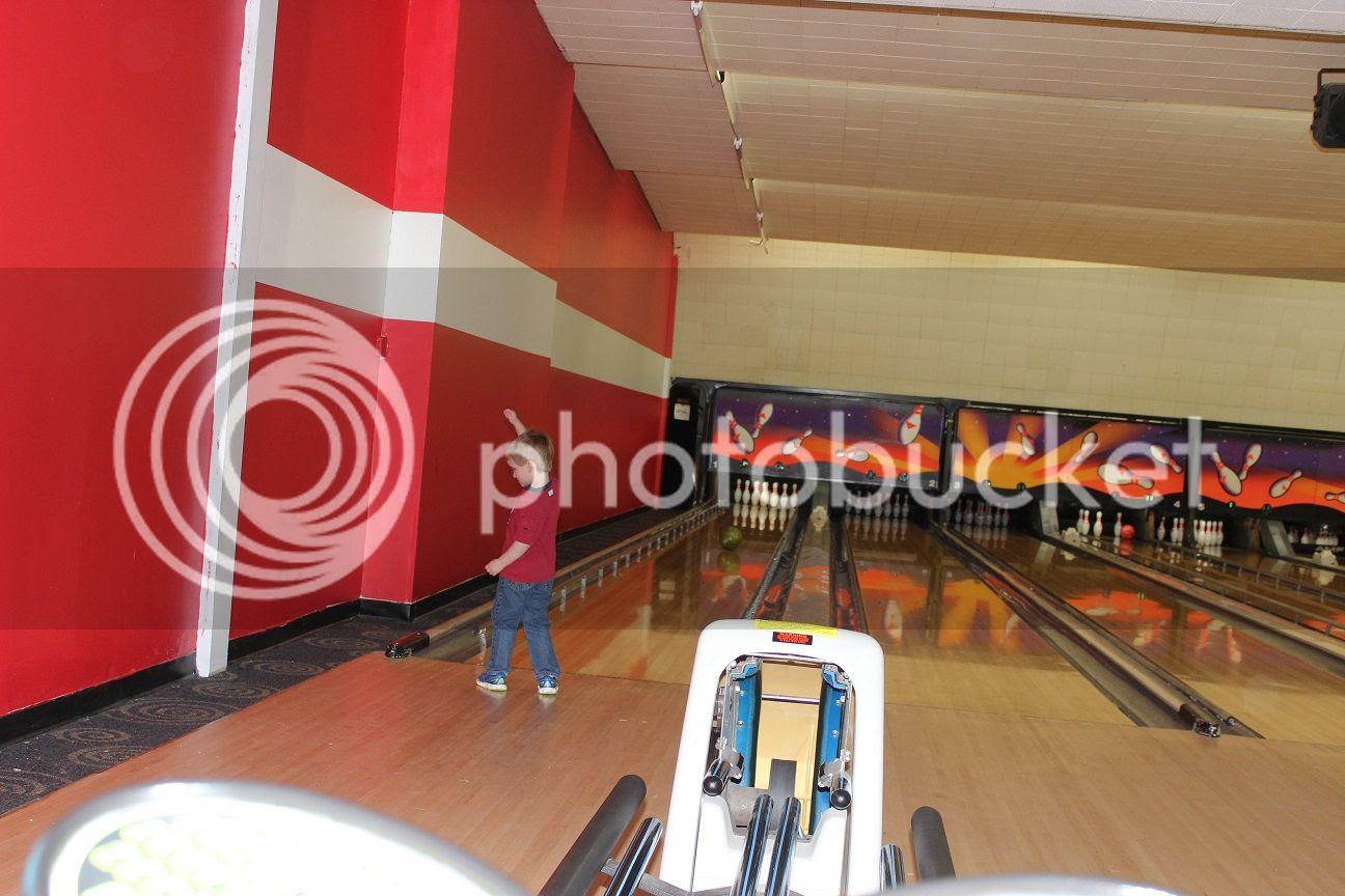 photo bowling15_zpsiybpmnfl.jpg