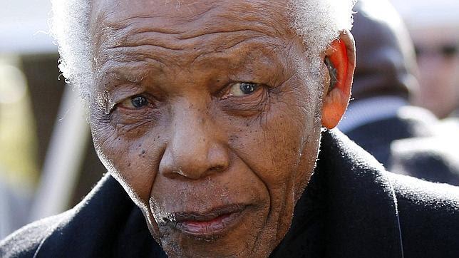 Mandela está conectado a un respirador
