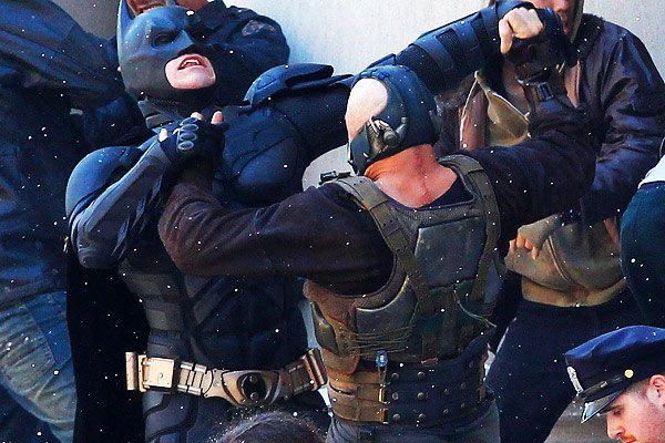 Bane (Tom Hardy) fights Batman (Christian Bale) during filming of THE DARK KNIGHT RISES.