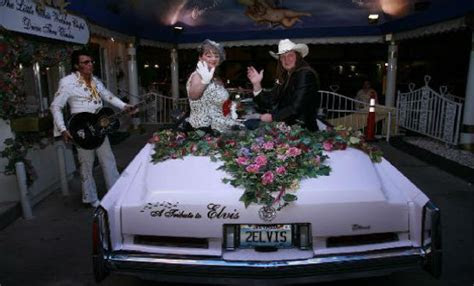 Drive Thru Weddings Las Vegas   Fun Vegas Wedding