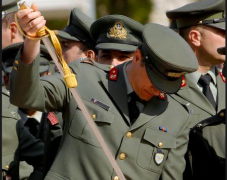 `Ακόμη 10.000 ένστολοι θα πάρουν τα 500 ευρώ` είπε ο Σταϊκούρας στη Βουλή