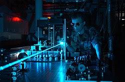 Photons émis dans le faisceau cohérent d'un laser