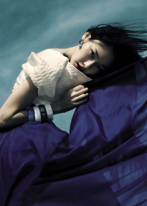 fashiongonerogue:  (via Dinara Chetyrova by Jamie Nelson for Elle Vietnam July 2011)