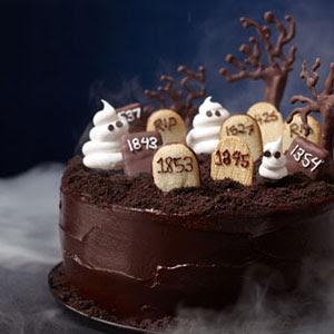 Бери эти шоколадные тягу к хорошо с этой богатой слоеный пирог Это Spooktacular для Хэллоуина - и (минус кладбище) сенсационной выбор круглый год с эспрессо оттенком тесто и горькой шоколадной глазурью.  Получить рецепт от делишь.