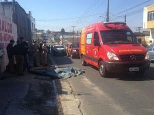 Vítima foi arrastada por mais ...metros, segundo a polícia  (Foto: André Salumuchi )