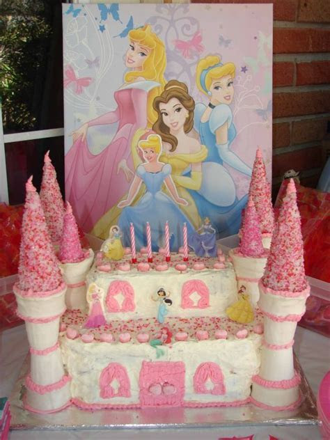 17 Best ideas about Castle Birthday Cakes on Pinterest