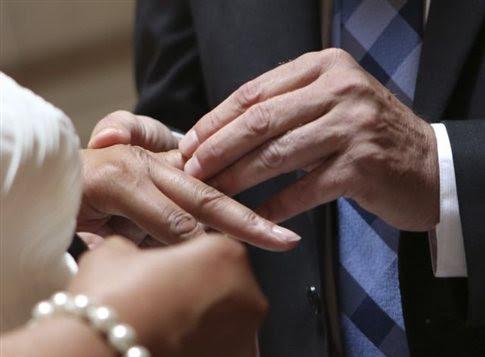 perierga.gr - Παντρεύτηκαν μετά από 80 χρόνια σχέσης!