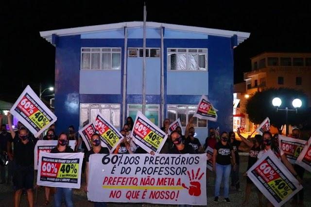 Professores vão às ruas cobrar da administração de Tanhaçu os 60% dos precatórios da educação