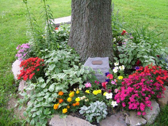 By Creating A Memorial Garden | www.RememberMeGiftBoutique.com