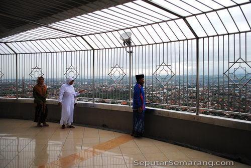 suasana tower masjid agung