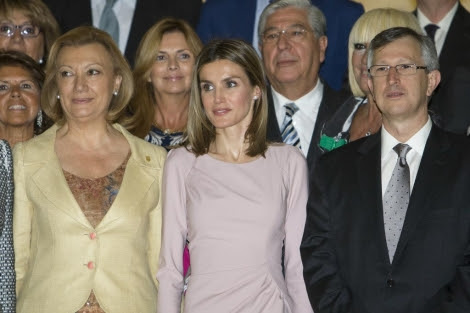 A la dcha., junto a la princesa Letizia, Joan Massagué. | Efe