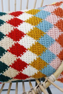 wood & wool knitted harlequin pillow 019