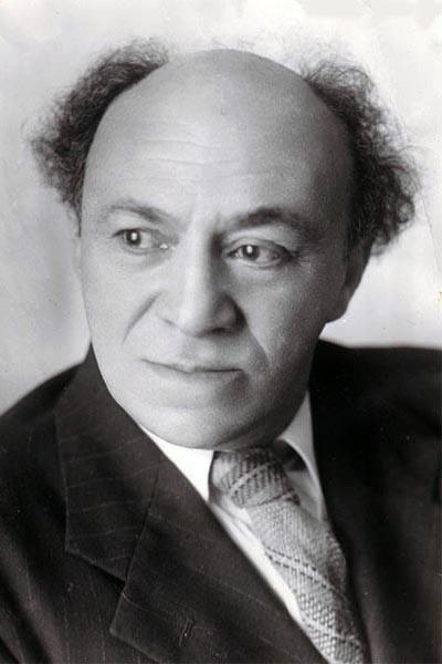 Соломон Михоэлс (16 марта 1890 - 13 января 1948) 57-летний советский еврейский театральный актер и режиссер, педагог, общественный и политический деятель, был убит сотрудниками Министерства государственной безопасности СССР. Убийство было замаскировано под ДТП.