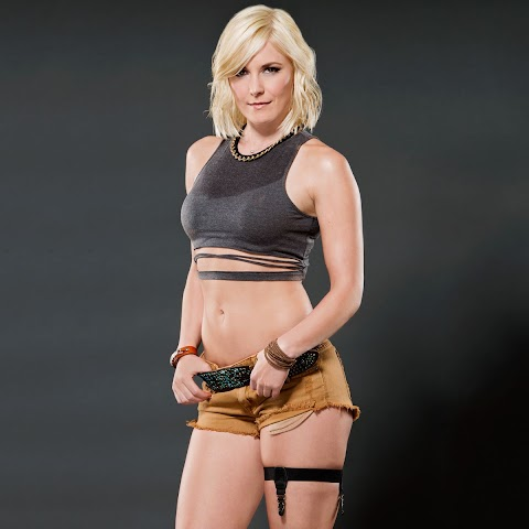 Renee Young Nude - Hot 12 Pics | Beautiful, Sexiest
