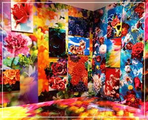 「Imaginary Garden」。墓地に飾られた花で彩られた一角。