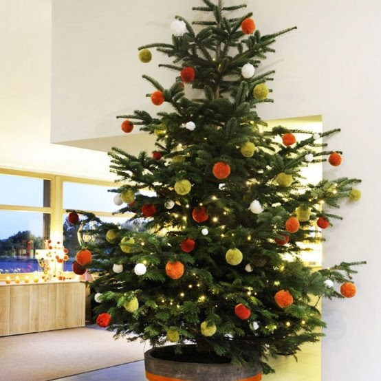 10 Traditional And Unusual Christmas Tree Decor Ideas