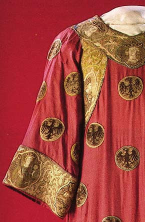 http://www.virtue.to/articles/images/1300s_real_dalmatic_close.jpg