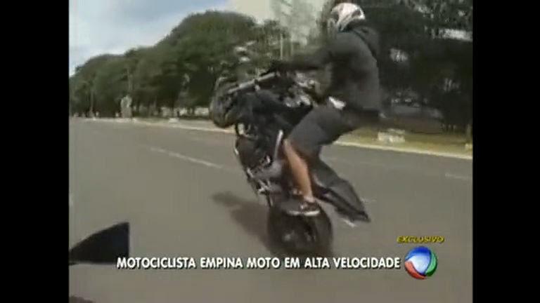 Motociclista é Gravado Empinando Moto Na Esplanada Dos Ministérios
