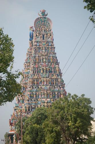 Die 60 m hohen äusseren Türme des Tempelkomplexes von Madurai sind vollständig mit farbigen Figuren verziert.