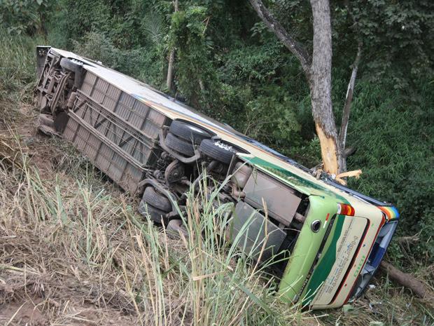 Ônibus da banda caiu em um ribanceira  (Foto: Mauricio de Souza)