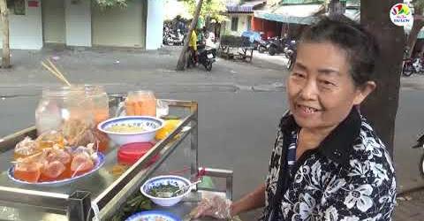Cụ bà 70 tuổi một mình bươn chải bán xe bánh Huế cực ngon ở Bình Thạnh