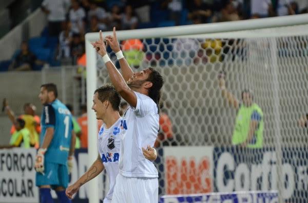 Dênis Marques, que era dúvida antes do clássico, jogou e marcou os dois gols do ABC no jogo