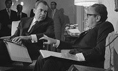 O prémio Nobel da paz Henry Kissinger (à direita) com Richard Nixon. Foto: AP
