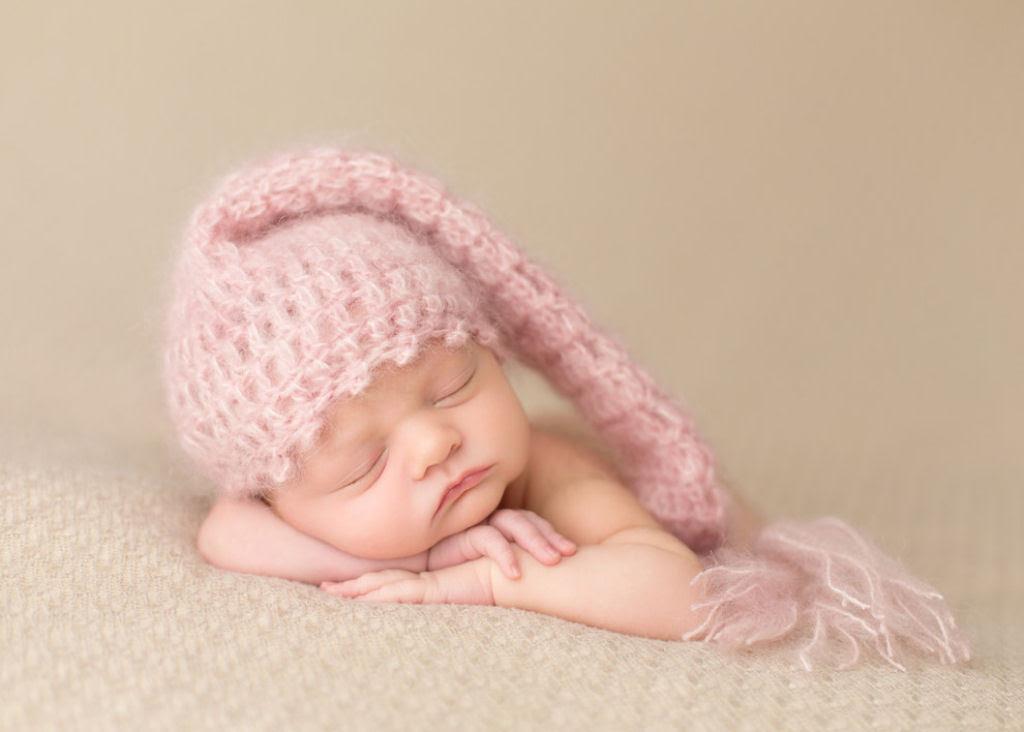 Fotógrafa britânica cria retratos insuportavelmente ternos de bebês dormindo 23