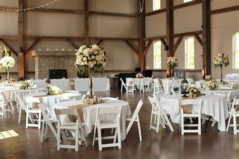 Floral Verde LLC Kristin and Durand   Muhlhauser Barn