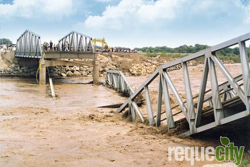 Colapso del Puente Reque 1998
